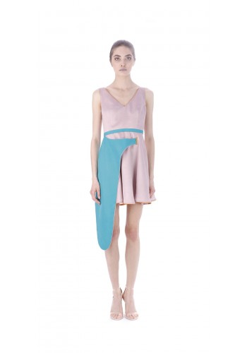 Short dress with asymmetric element